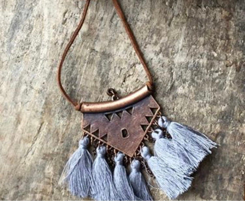 Collier style bohemian tassel necklace