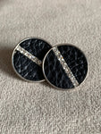 Cabochon earrings in black leather and silver metal alloy