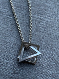 Collier breloque carré et triangle en stainless