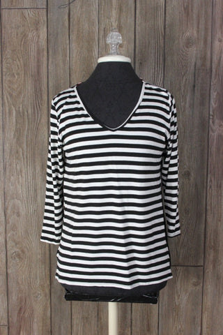 Cute Paper Moon Stitch Fix M size Black White Stretch Top