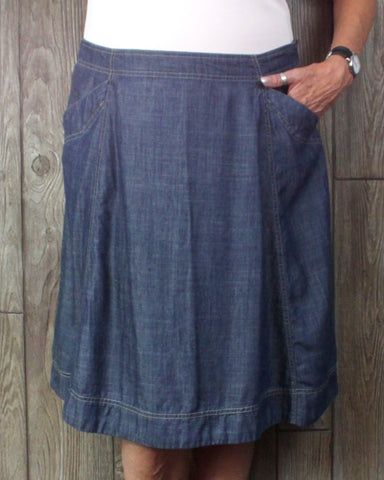 Cute LL Bean Skirt 18 Size Denim Blue Lightweight Tencel Womens Straight