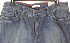 New Chicos 2.5 35w sz Denim Capri Cropped Jean Embellished Back Pockets & Stretch