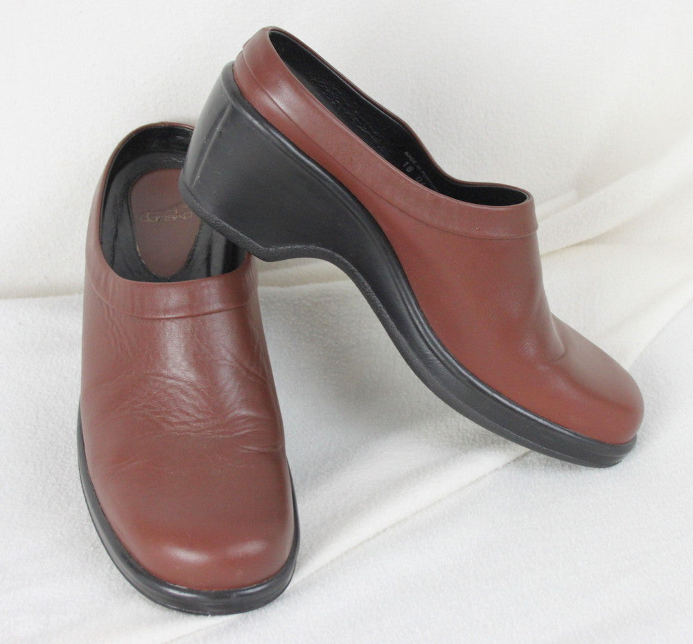 Dansko Brown Leather Clogs size 10.5 11 41 Womens Slip On Shoes - Jamies Closet - 1