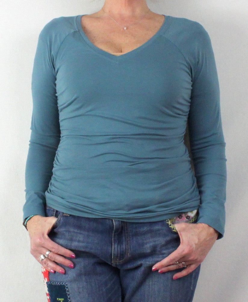 Cute Sundance Catalog Brand M L size Blue Vneck Ruched Side Top, Cotton Blend with Stretch - Jamies Closet - 1
