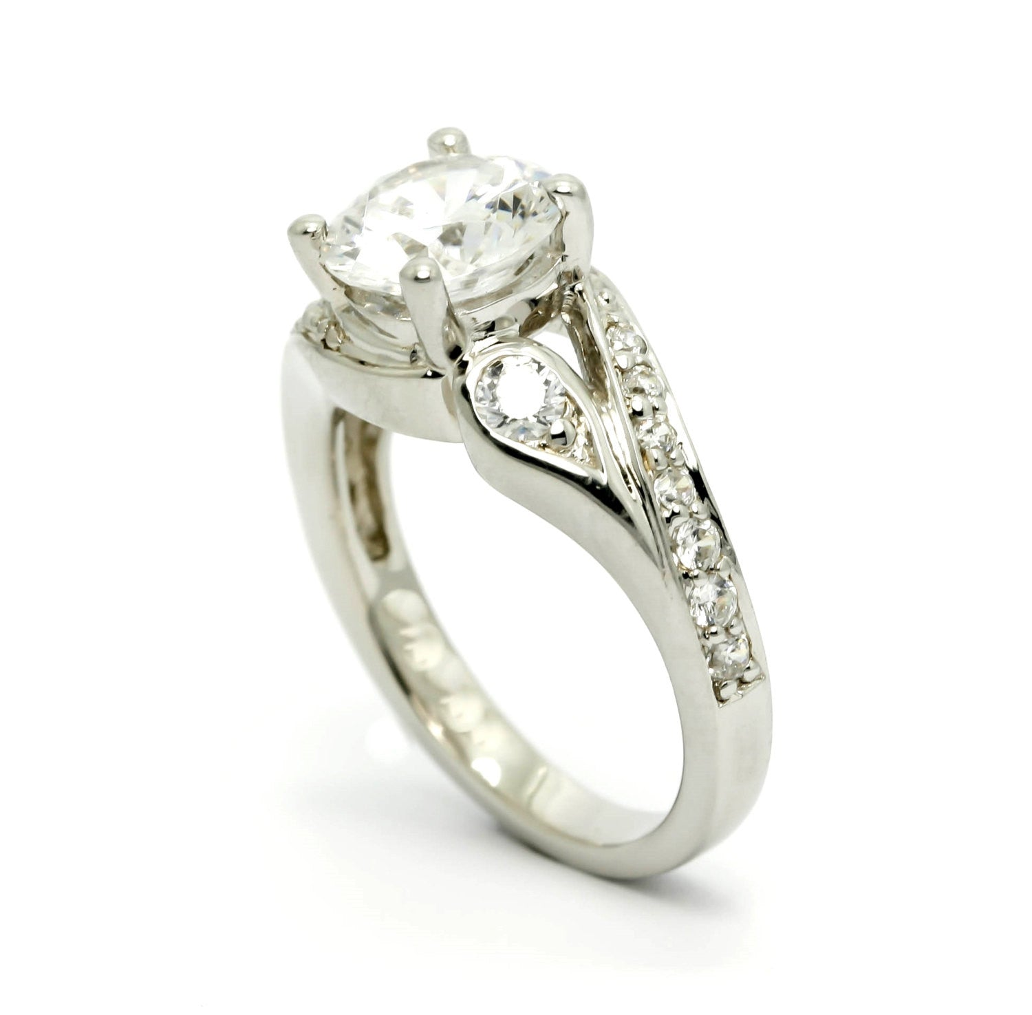 Unique Design Shank Diamond Ring Engagement and Wedding Set