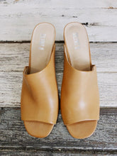 Load image into Gallery viewer, Silentd Tan Leather Heeled Mules SIZE 41