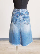 Load image into Gallery viewer, 575 Denim Frayed Hem Skirt SIZE 30