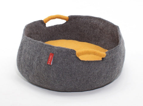 Image of The Circo dog basket - timeless elegance for the modern world