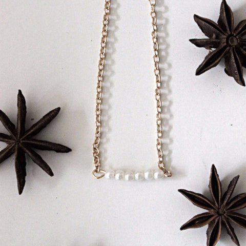 PEARLS ALIGNED NECKLACE - PLUTO'S EGO