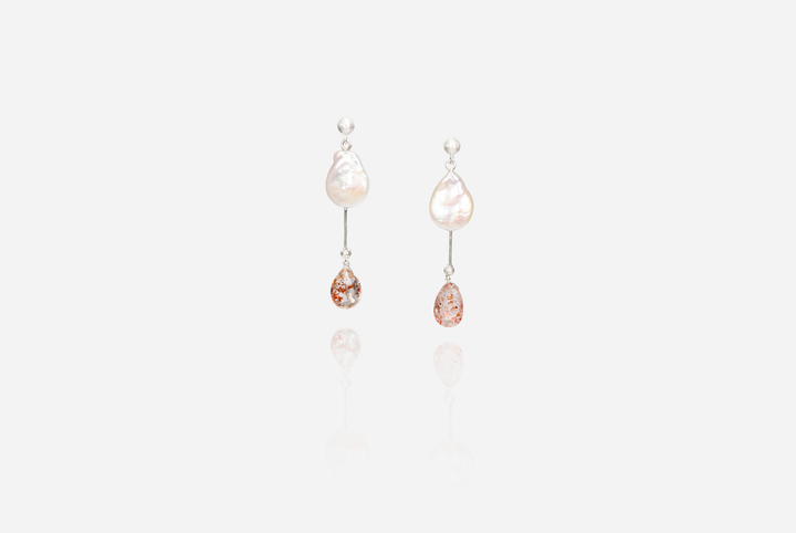 Bijoux Coin Pearl Stud Earrings with Sunstones