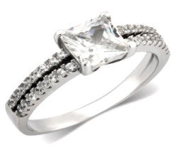 ZDR485  925 STERLING CUBIC ZIRCONIA ENGAGEMENT RING