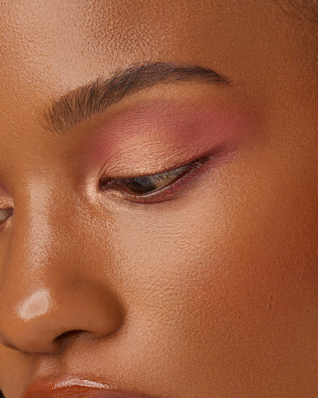 divine-skies-eyeshadow-palette-magic-hour-model-3