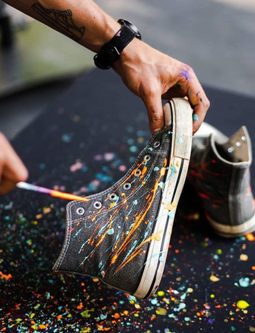 Graure painting shoes at Untold festival