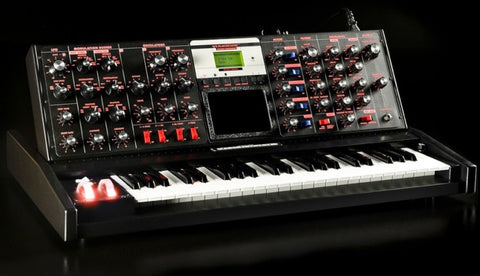 Moog Minimoog Voyager Select 12 of 15 Black FIRE Led