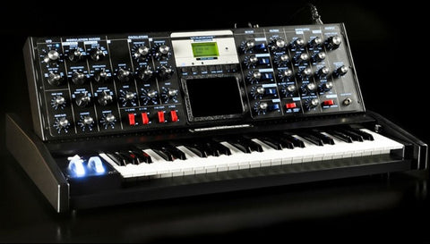 Moog Minimoog Voyager Select 14 of 15 Black Blue LED