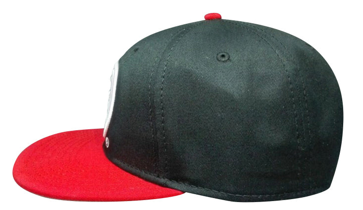 "Classics Bred Snapback CAP ""Scoop"" in Black and Red"