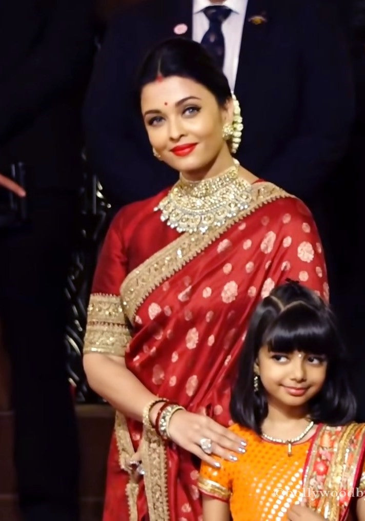 No one quite like her - Bollywood moms who rock Indian ethnic wear