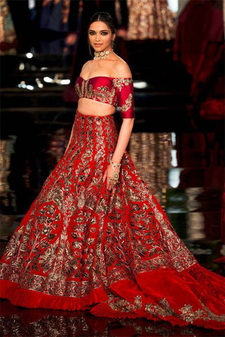 1c5f7723b156a3 For the sporty spirits who love to get a high on the treadmill have the  doors open for them in different directions. Contemporary lehengas to  designer ...