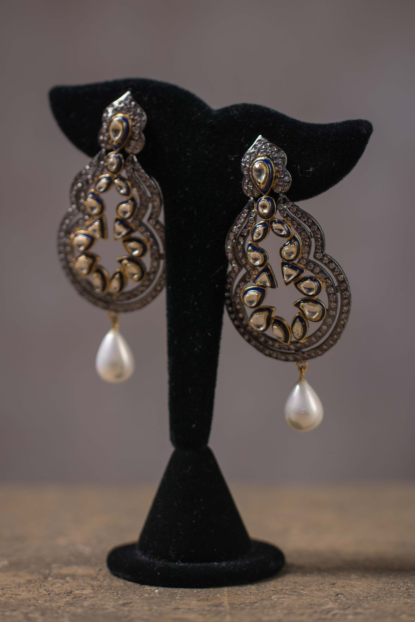 20a065-silver-pearl-and-zircon-earrings