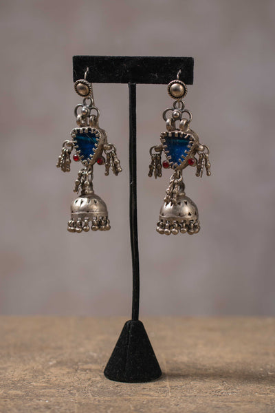 20a154-silver-amrapali-earrings-glass-garnet-accents-chandelier