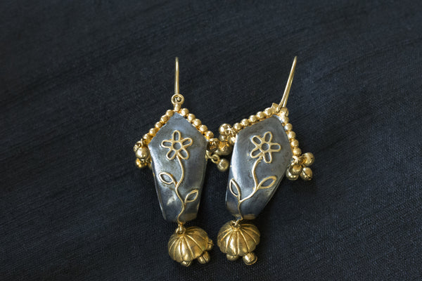 20A185 Blue and Gold Drop Earrings