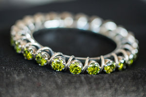 20a398-silver-amrapali-peridot-bangle-alternate-view-2