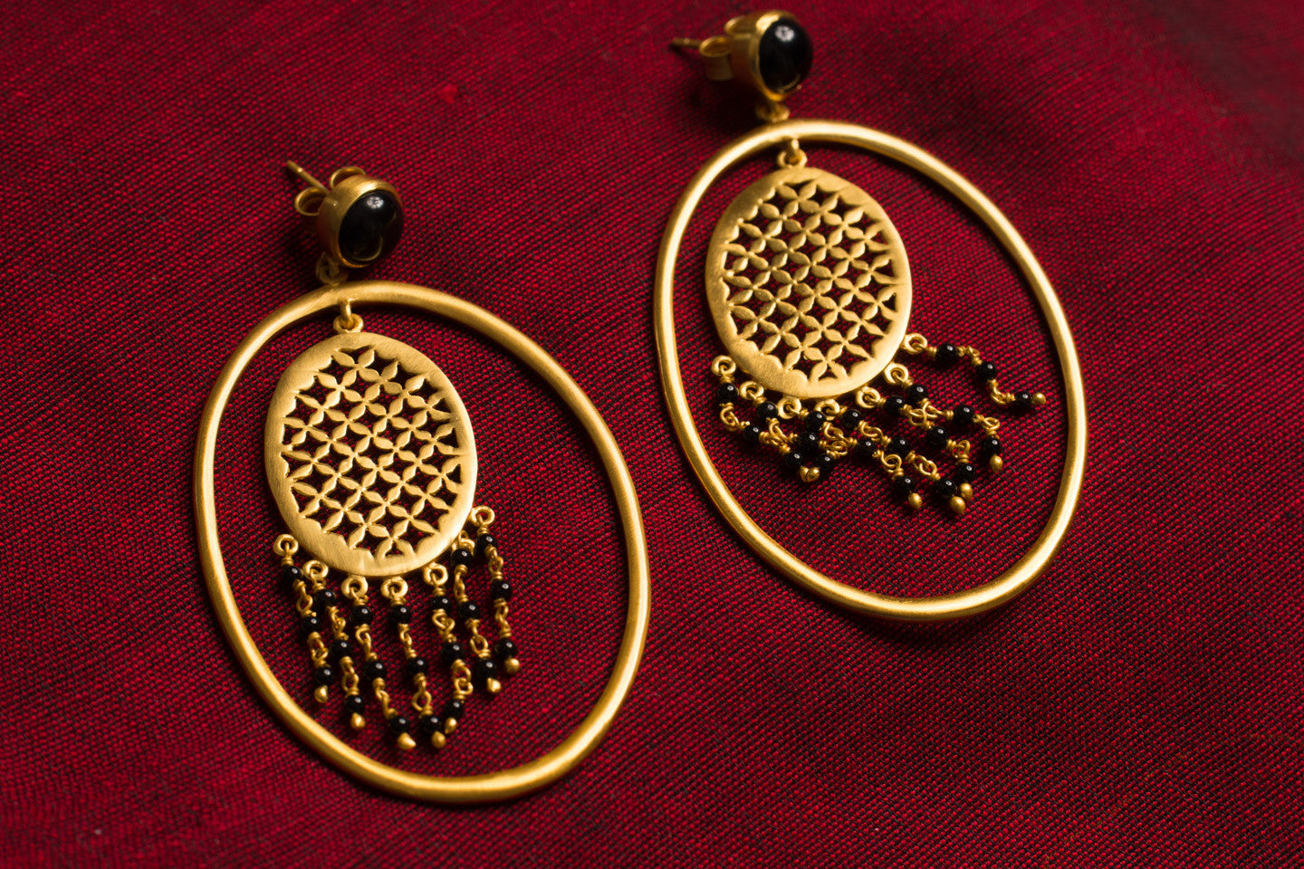 20a467-silver-gold-plated-amrapali-earrings-oval-cut-work-black-onyx-alternate-view