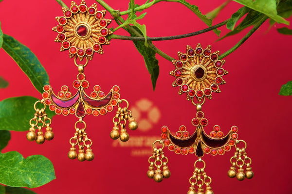 Buy silver gold plated Amrapali red glass earrings online from Pure Elegance. Our Indian fashion store in USA brings alluring range of silver gold-plated jewelry.-closeup