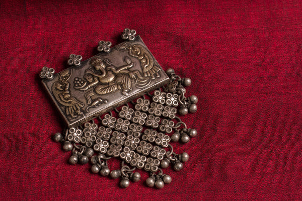20a502-Silver-Amrapali-Pendant-rectangular-embossed-raised-design-Ganesh-floral-bead