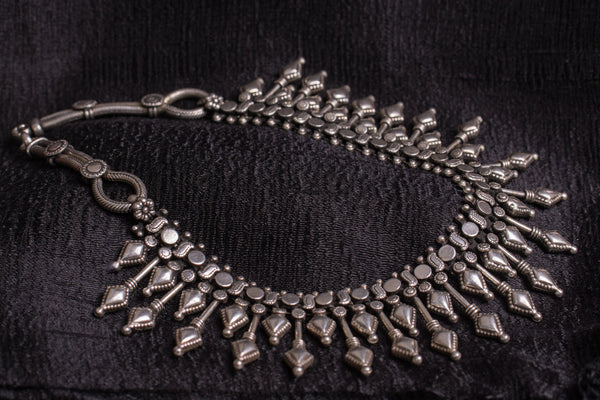 20a510-silver-amrapali-beaded-necklace-embossed-geometric-shapes