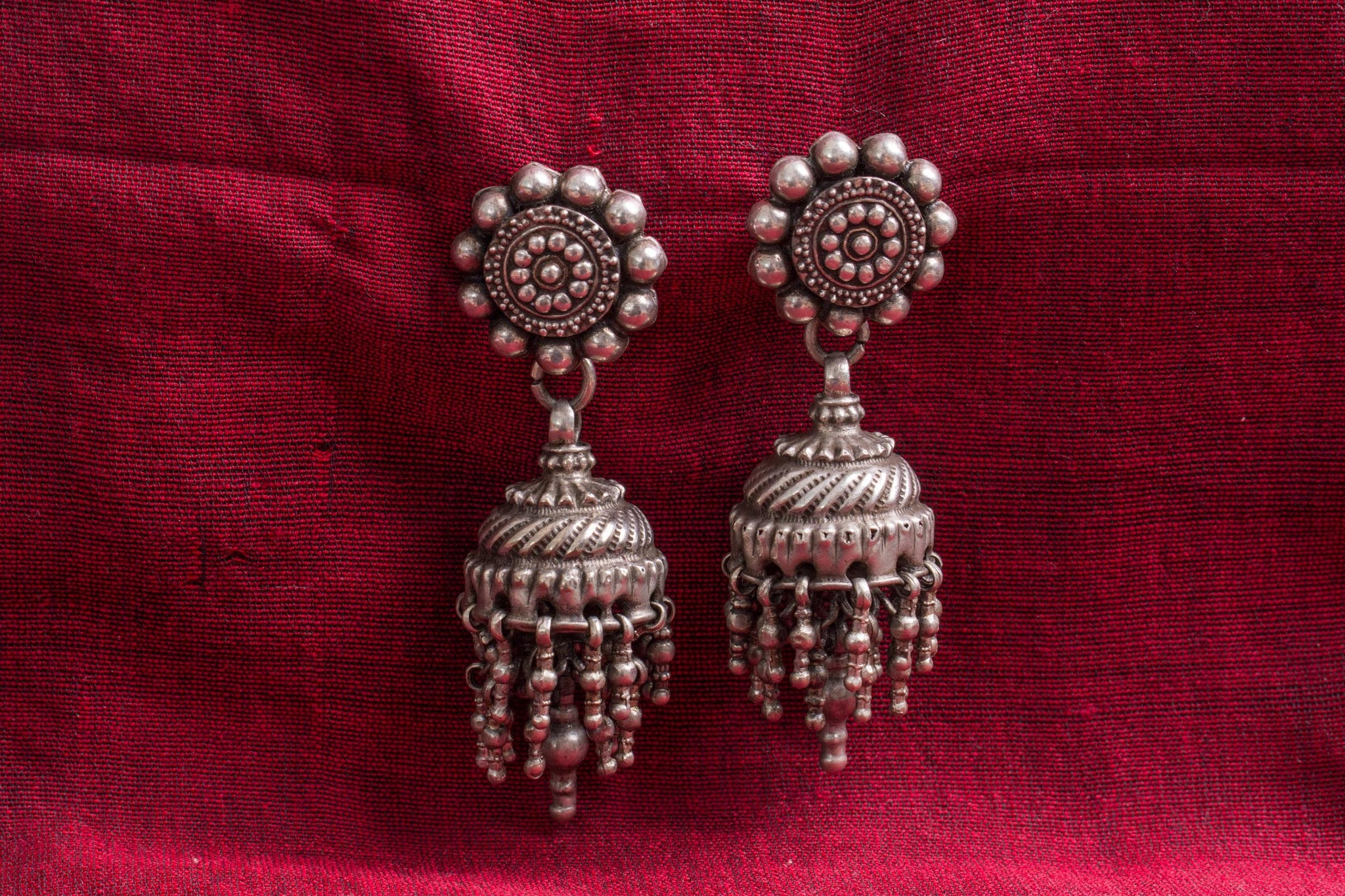 20a514-silver-amrapali-earrings-floral-top-chandelier-embossed