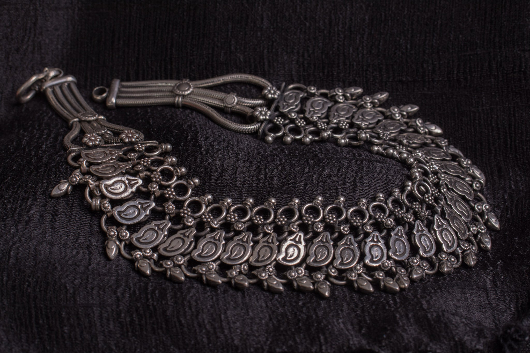 20a525-silver-amrapali-necklace-embossed-bead-work-geometric-shapes-floral