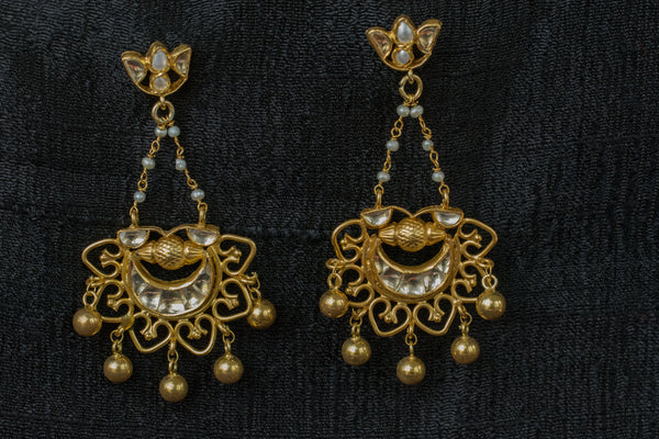 20a535-silver-plated-gold-amrapali-earrings-glass-pearl-floral-top