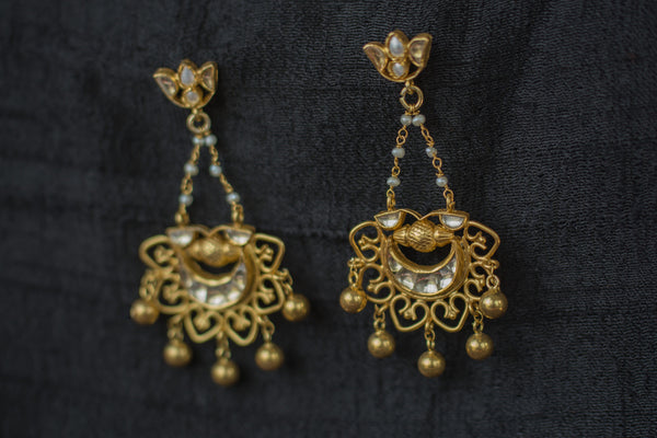 20a535-silver-plated-gold-amrapali-earrings-glass-pearl-floral-top-alternate-view