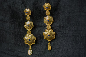20A536-silver-gold-plated-amrapali-earrings-floral-design-lapis-alternate-view