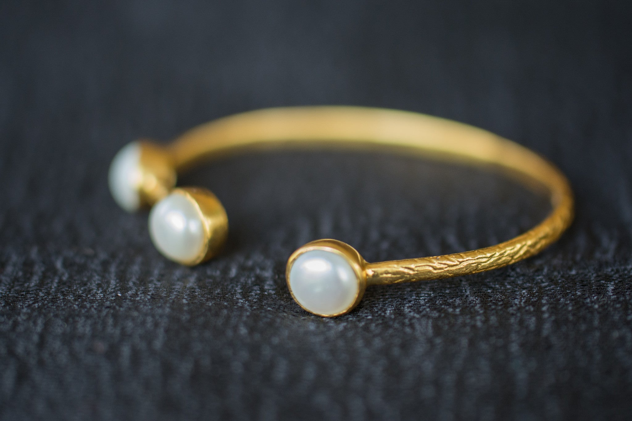 20a538-silver-gold-plated-amrapali-bangle-pearl-alternate-view