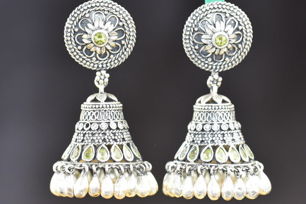 20a567-silver-pearl-peridot-amrapali-earrings-B