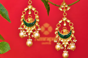 Buy silver gold plated Amrapali glass earrings online from Pure Elegance. Our Indian fashion store in USA brings alluring range of traditional Indian jewelry for women.-closeup