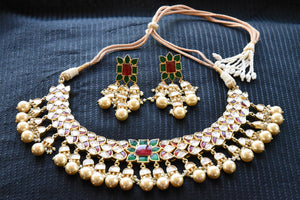20A726 Traditional Glass & Pearl Necklace With Touches Of Red & Green
