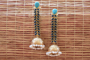 20A796 Turquoise Dangling Earrings