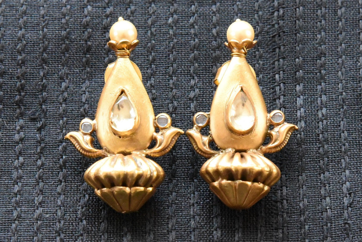 20A816 Unique Amrapali Earrings With Glass & Pearls