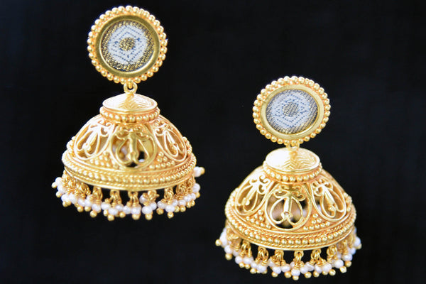 20A829 Traditional Silver Gold Plated Earrings With Small Pearls