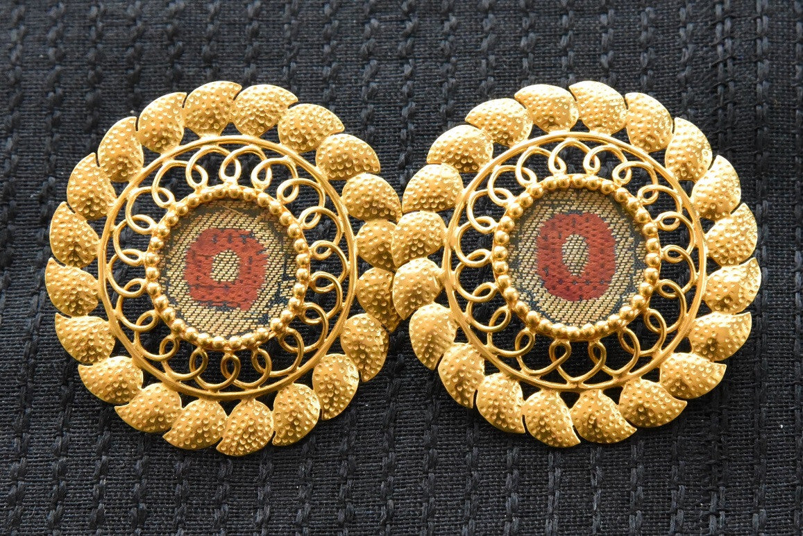 20A833 Elegant Round Amarpali Earrings With A Touch Of Red