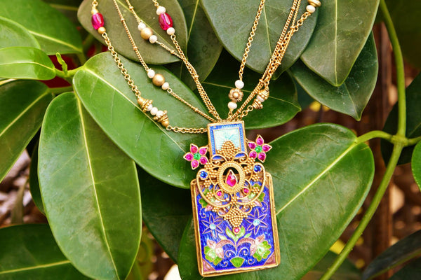 Buy silver gold plated enamel and glass Amrapali necklace online in USA. Pure Elegance fashion store brings exquisite variety of Indian ethnic necklaces in USA. -closeup
