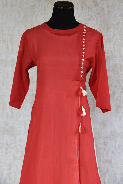 Shop this traditional Indian red malmal cotton Indo western dress perfect for any wedding or engagement party online or from our Pure Elegance store in Edison. Close up.