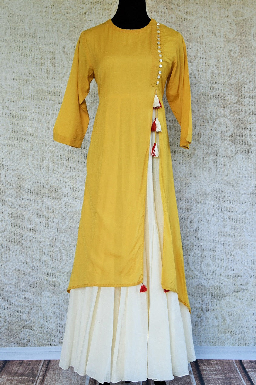 Shop this malmal cotton traditional Indian full sleeved dress perfect for any wedding or reception party online or from our Pure Elegance store in Edison, NJ. Front View.