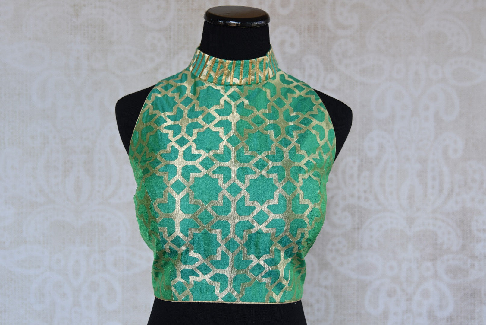 Buy this Indian traditional green halter neck sleeveless benarasi blouse from Pure Elegance online or from our store in USA. Perfect for any sangeet or reception. Front View.