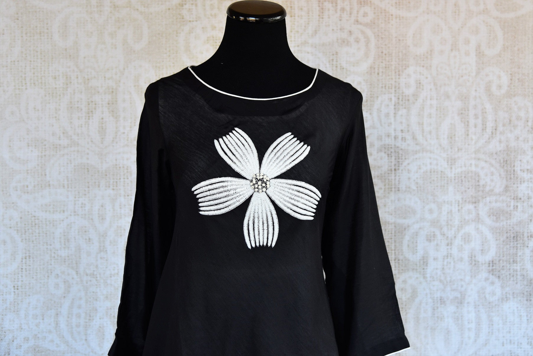Buy the Black & white malmal cotton Indian outfit with a side tail cut online or from our Pure Elegance store in USA. It is perfect for any wedding or reception. Close up.