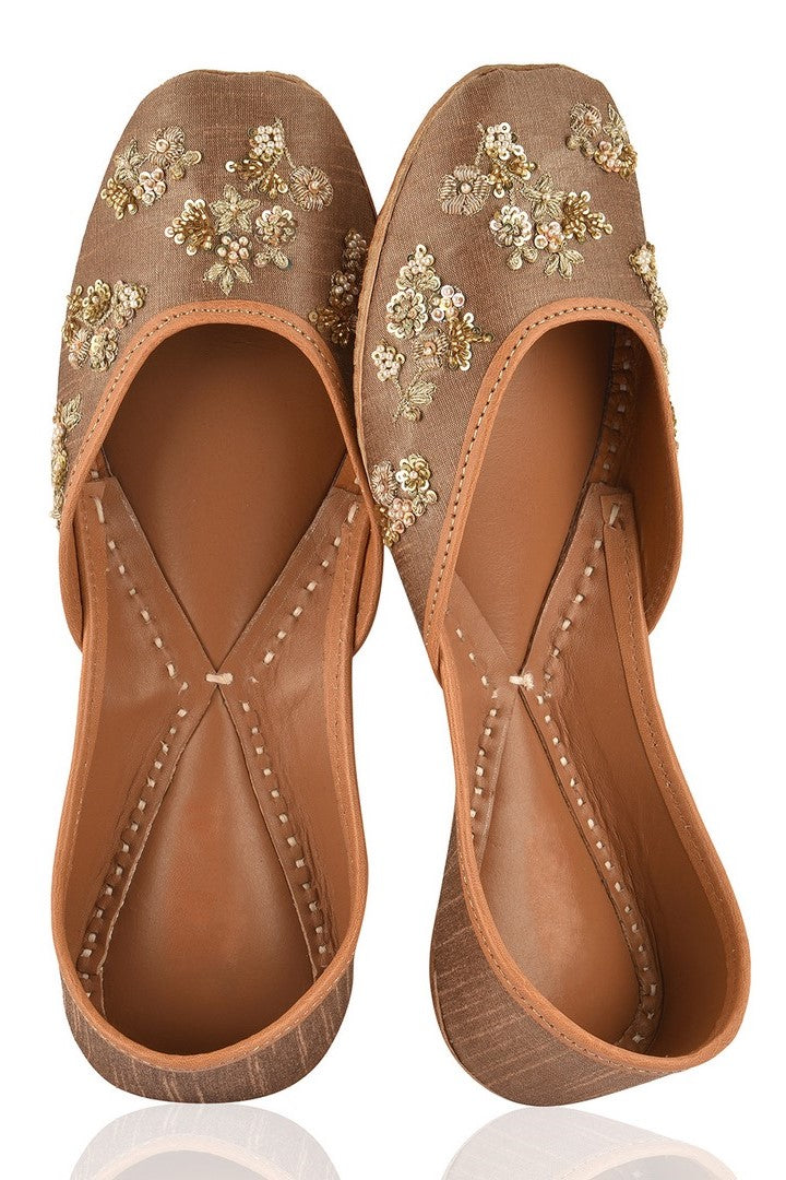 Buy beautiful gold hand embroidered floral zardozi jutti online in USA. Grab beautiful designer footwear and ethnic juttis in USA from Pure Elegance Indian fashion store in USA. Enhance your ethnic attires with exquisite accessories available on our online store.-full view