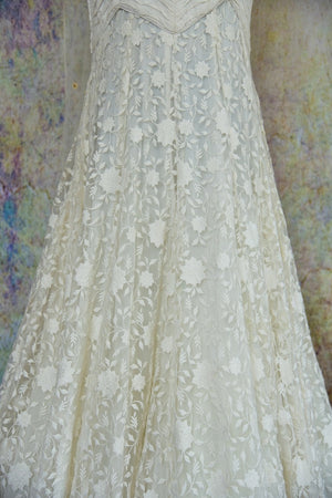 500778, Buy this ethnic Indian floral white lace floor length anarkali suit from Pure Elegance online or from our store in USA. Perfect for any wedding party or reception. Close up.